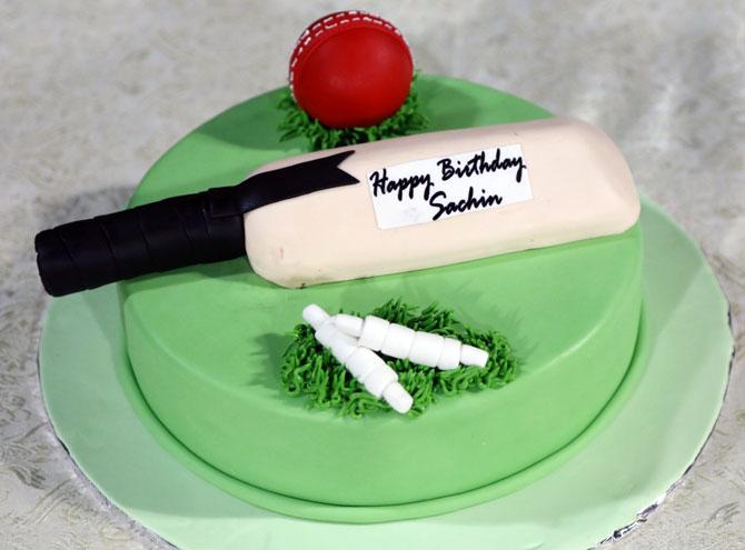 Birthday Cake Images Sachin : Sachin Tendulkar turns 44! Wish the legend on his birthday ...