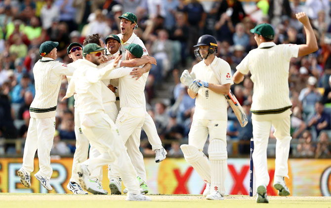 Australia's Pat Cummins celebrates the final wicket of England's Chris Woakes to help Australia reclaim the Ashes on Day 5