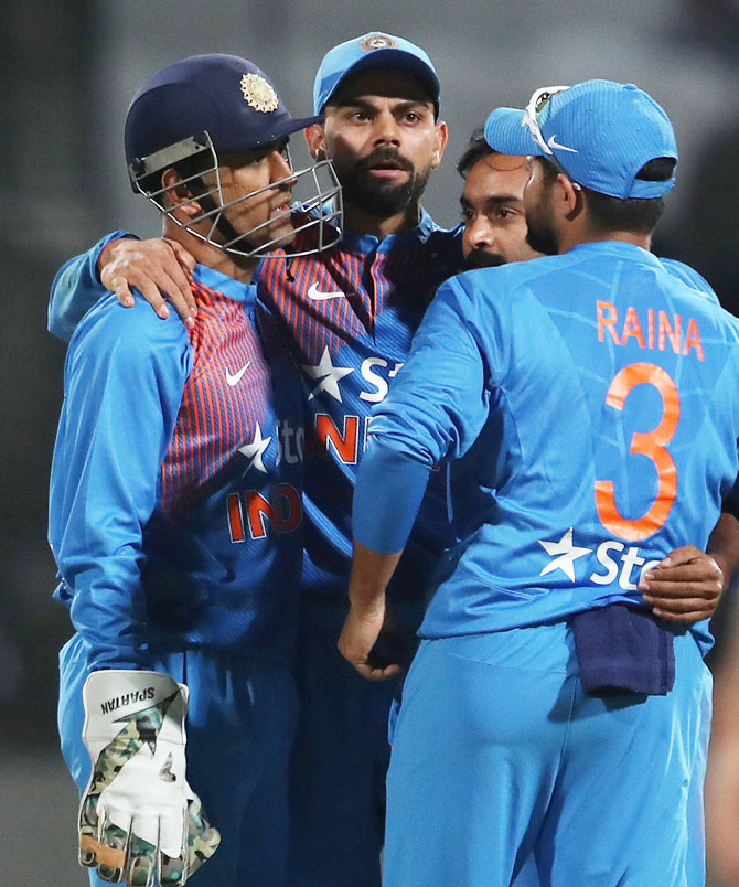 Rediff Cricket - Indian cricket - Kohli has veteran Dhoni's back and the youngsters' trust