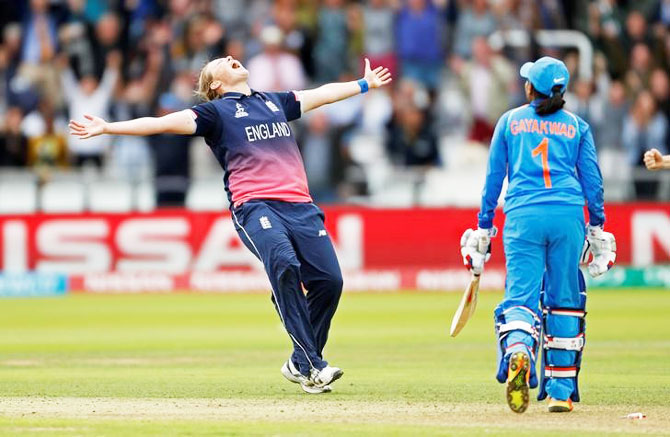 Rediff Sports - Cricket, Indian hockey, Tennis, Football, Chess, Golf - Turning Point: Shrubsole brings England back to life