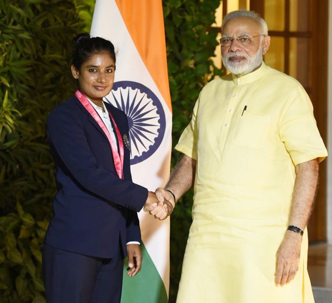 Rediff Sports - Cricket, Indian hockey, Tennis, Football, Chess, Golf - PHOTOS: PM Modi interacts with women's cricket team