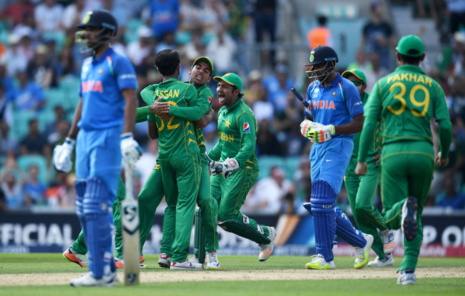 Pakistan celebrate after Hasan Ali dismissing India's Ravichandran Ashwin