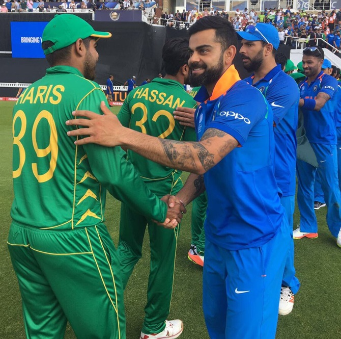 The Indian team congratulates the winning Pakistan team after the Champions Trophy final, June 18, 2017
