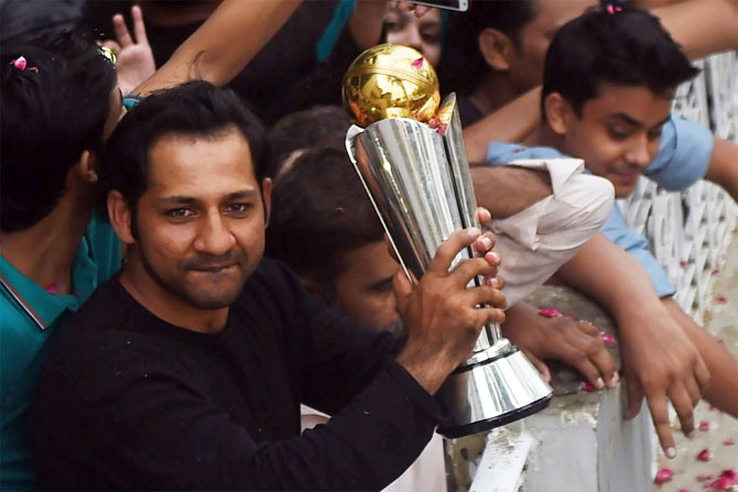 Sarfraz Ahmed shows off the Champions Trophy from the balcony of his home in Karachi on Tuesday