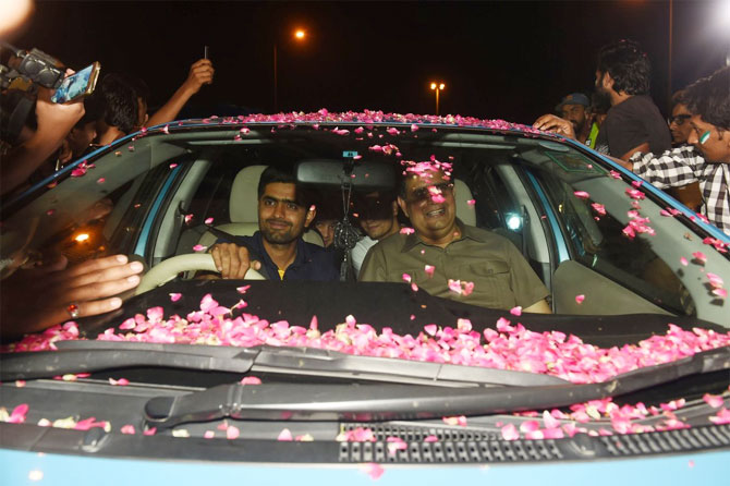Pakistan officials get a rousing welcome on their arrival in Karachi on Tuesday