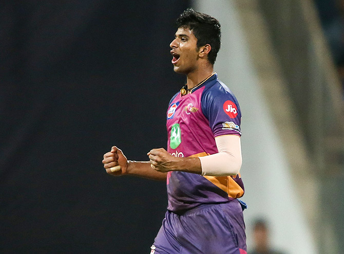 Washington Sundar, who represented Rising Pune Supergiant in the IPL this season was encouraged to concentrate more on bowling by Rahul Dravid