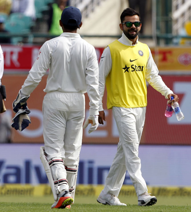 Rediff Cricket - Indian cricket - Dharamsala Test: Kohli brings teammates drinks, Twitter goes crazy!