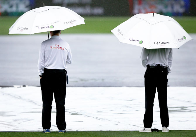 Rediff Cricket - Indian cricket - Rain forces stumps on Day 1 in third NZ-South Africa Test