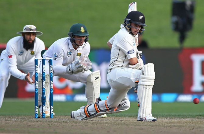 Rediff Cricket - Indian cricket - 3rd Test: New Zealand battle to stumps in good position