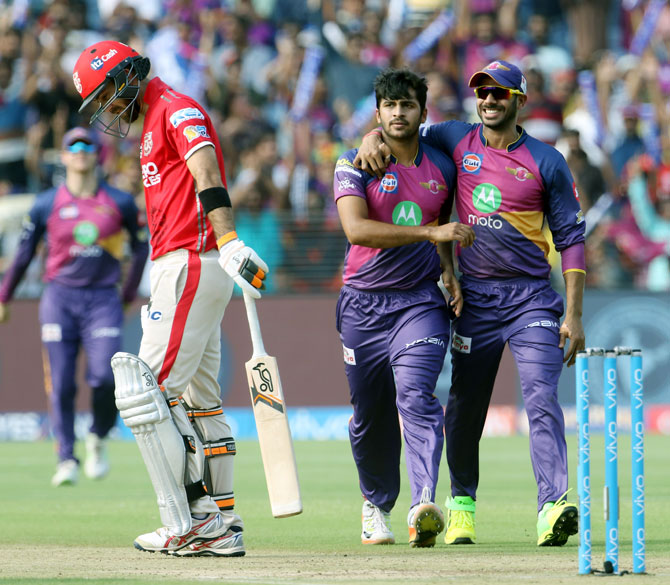 Rising Pune Supergiant's Shardul Thakur celebrates with Manoj Tiwary after taking the wicket of Glenn Maxwell
