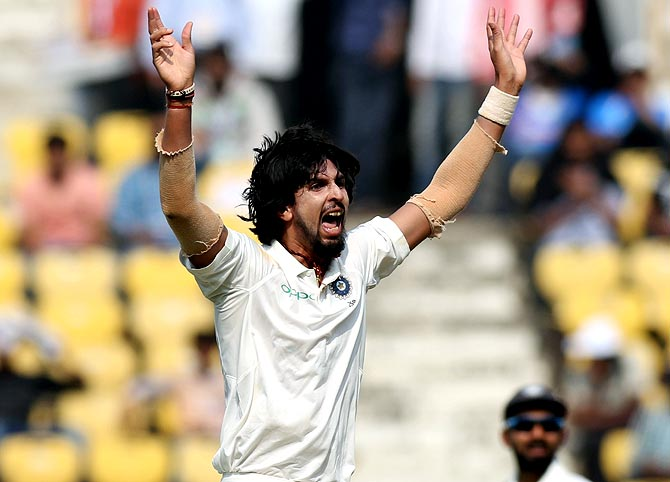 Ishant Sharma successfully appeals for the wicket of Dimuth Karunaratne on Day 1 of the 2nd Test in Nagpur