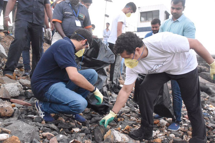 Sachin Tendulkar gives Aaditya Thackeray a hand as they clean up par of Bandra Fort in Mumbai, and marking the start of Swachh Bharat Week on Monday