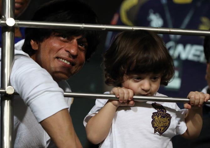 Rediff Cricket - Indian cricket - Chak De! Shah Rukh wants son AbRam to play hockey for India