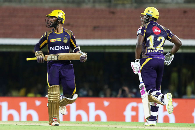 KKR's Dinesh Karthik and Andre Russell run between the wickets