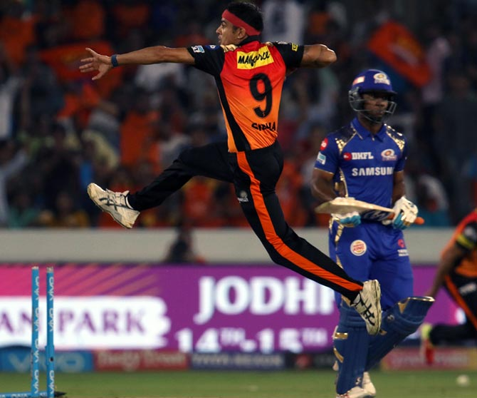 Rediff Cricket - Indian cricket - SRH vs MI tie: The Turning Point