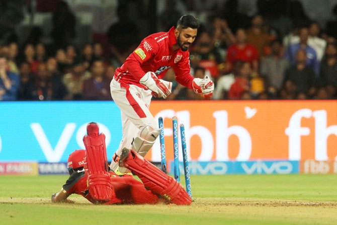 Kings XI Punjab's KL Rahul breaks the stumps to have Mandeep Singh run out