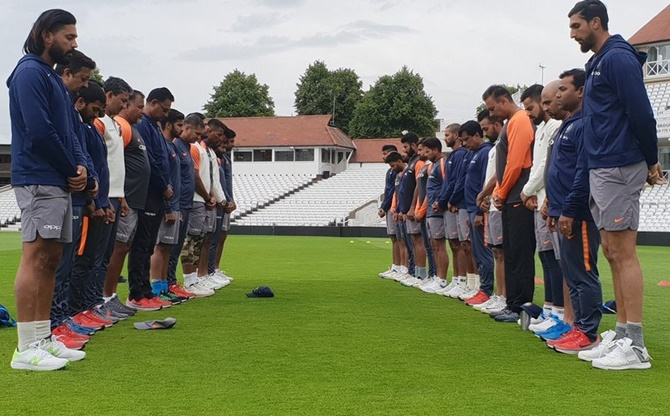 Rediff Sports - Cricket, Indian hockey, Tennis, Football, Chess, Golf - PIX: Team India mourn Wadekar's death