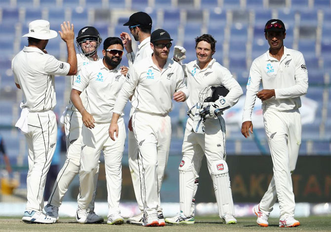 Rediff Cricket - Indian cricket - PIX: NZ beat Pakistan in final Test to claim series