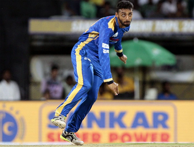 Uncapped Chakravarthy, Unadkat top picks at IPL Auction