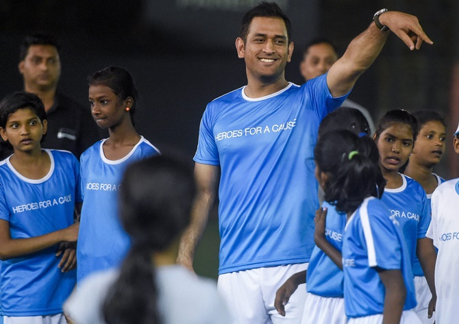 Rediff Sports - Cricket, Indian hockey, Tennis, Football, Chess, Golf - PIX: Dhoni takes to the football field