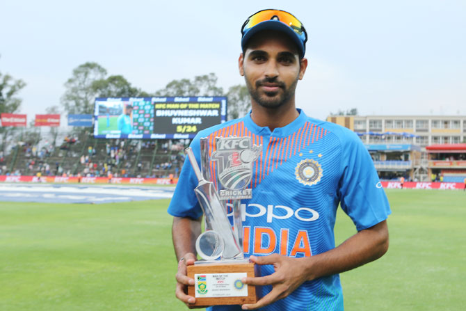 Bhuvneshwar Kumar with his man-of-the-match award for his brilliant figures of 5 for 24 in the 1st T20 International at the Wanderers Stadium in Johannesburg on Sunday
