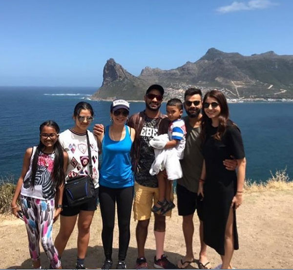 Shikhar Dhawan and family pose with Virushka