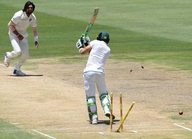Faf du Plessis is bowled by Ishant Sharma