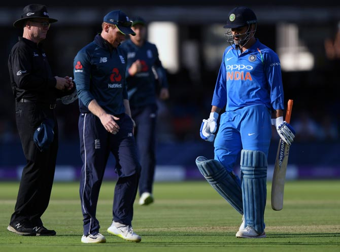Rediff Sports - Cricket, Indian hockey, Tennis, Football, Chess, Golf - Dhoni booed by Indian spectators during Lord's ODI