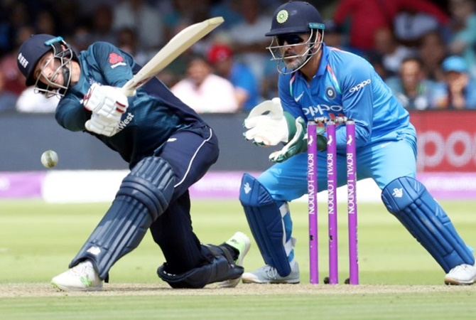 Rediff Sports - Cricket, Indian hockey, Tennis, Football, Chess, Golf - Dhoni to retire? Seeks match ball, sets speculation swirling