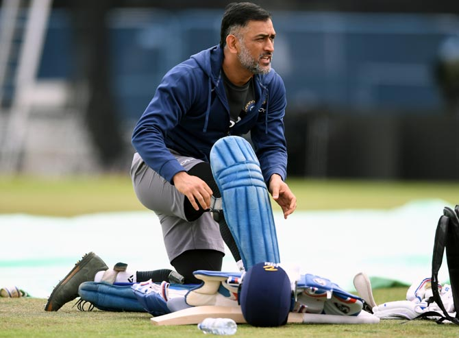 Rediff Sports - Cricket, Indian hockey, Tennis, Football, Chess, Golf - Struggling Dhoni not turning it around enough, says Ganguly