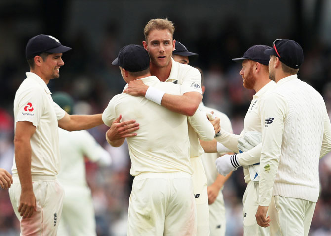 Rediff Cricket - Indian cricket - 2nd Test PIX: England complete rout of Pakistan inside three days