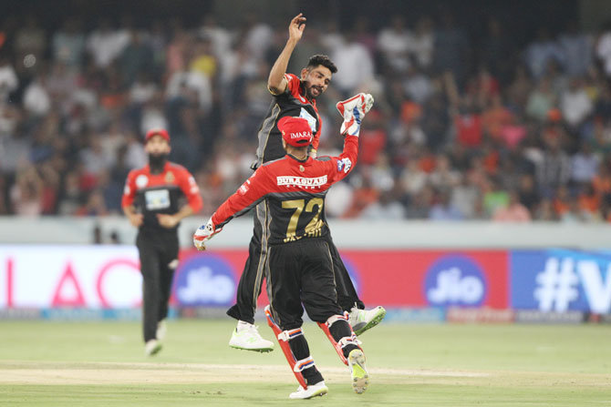 Siraj Khan celebrates the wicket of Yusuf Pathan
