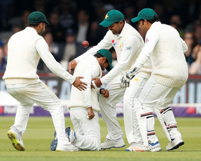 Rediff Cricket - Indian cricket - Pakistan cricketers told to ditch smartwatches