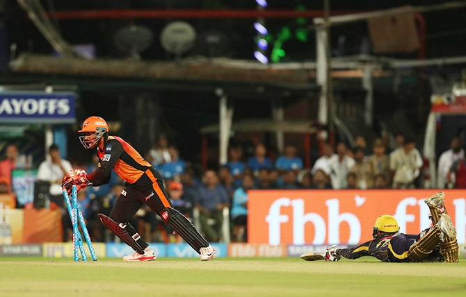 Rediff Cricket - Indian cricket - Rana's silly dismissal turned the match Sunrisers's way: Karthik