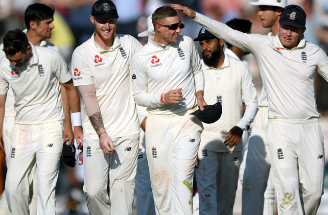 Rediff Sports - Cricket, Indian hockey, Tennis, Football, Chess, Golf - PHOTOS: Moeen sends India crashing as England seal series