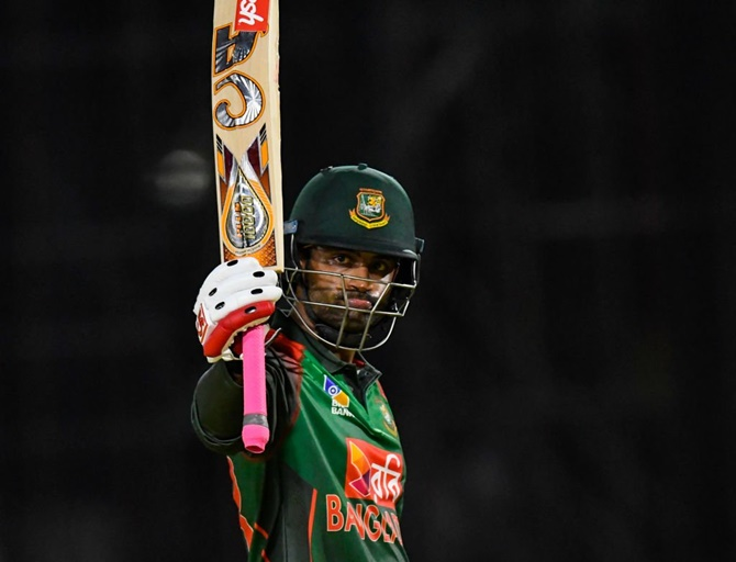 Bangladesh opener Tamim Iqbal came out to bat despite having retired hurt with a fractured wrist