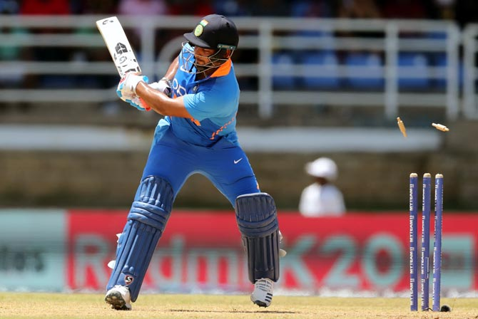 There will be rap on the knuckles: Shastri warns Pant
