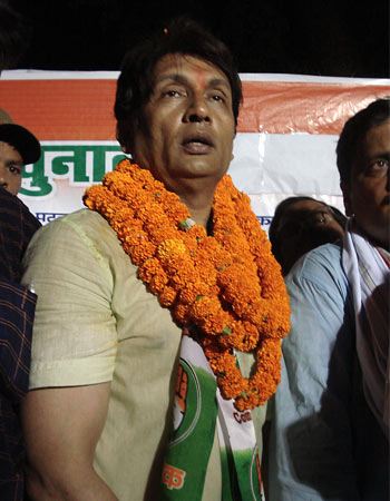 Shekhar Suman at a roadside meeting in Patna. The star has been attending many such small meetings in the largely urban constituency of Patna Sahib.