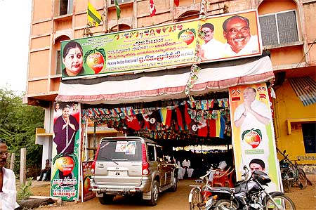 AIADMK workers don't seem enthusiastic campaigning for the PMK candidate