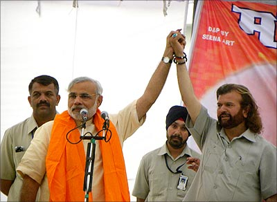 Hans Raj Hans and Narendra Modi