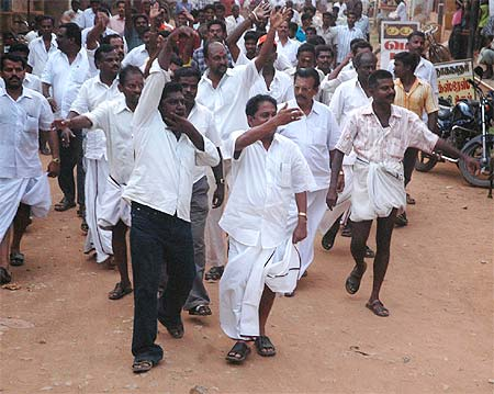 DMK and Congress workers try to disrupt the meeting