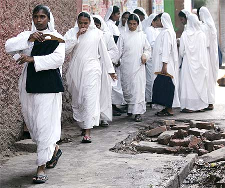 Missionaries of Charity nuns arrive to vote