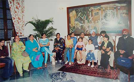 Dr Manmohan Singh and Gursharan Kaur with his sister's family