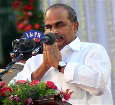 YSR Reddy take the oath of office