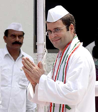 Rahul arrives to attend a rally in Allahabad