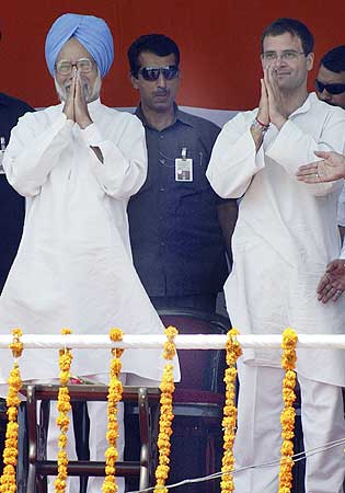 Rahul Gandhi with Prime Minister Dr Manmohan Singh during an election rally in Amritsar on May 11, 2009