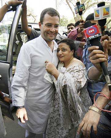 Rahul Gandhi gets a taste of public adulation as goes to cast his vote on May 7, 2009