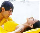 Aamir Khan and Sonali Bhendre In Sarfarosh
