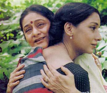 Aruna Irani and Shabana Azmi in Saaz