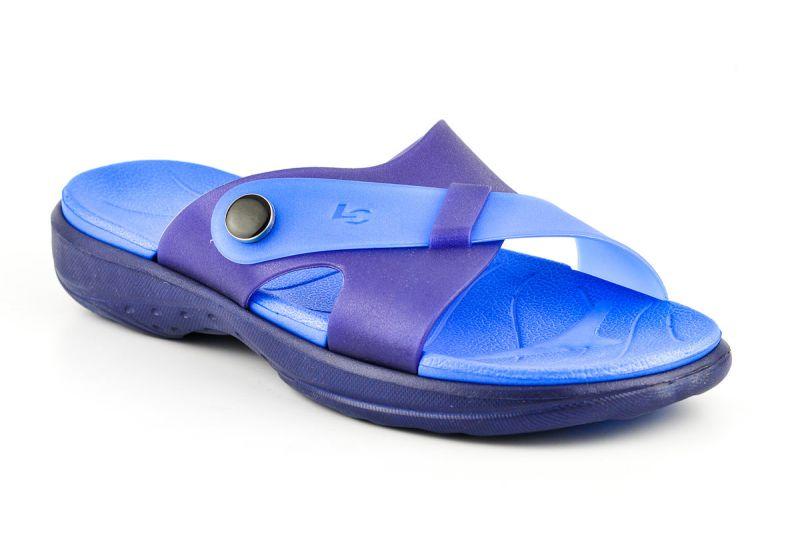 Where to Buy Men's Slippers | Blue Kangaroo Blog